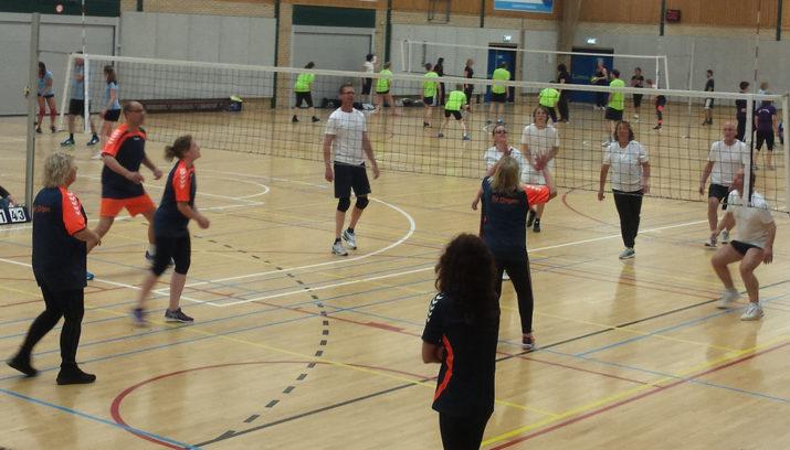 Leerkrachten Volleybaltoernooi Velsen gezellig sportgebeuren