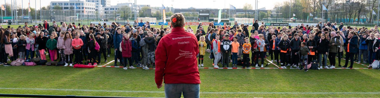Originele water yells tijdens de eerste editie van de Koningsspelen in Haarlem