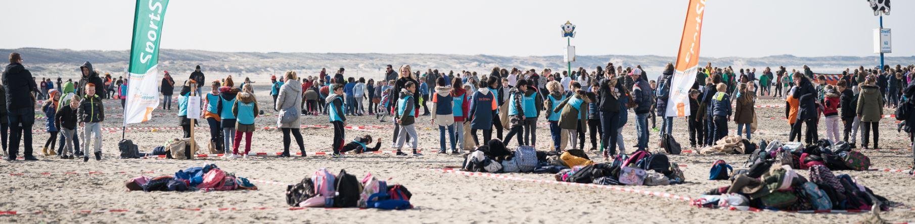 Vol enthousiasme storten ruim 1100 leerlingen zich op de Pasapas tijdens de Koningsspelen in Velsen