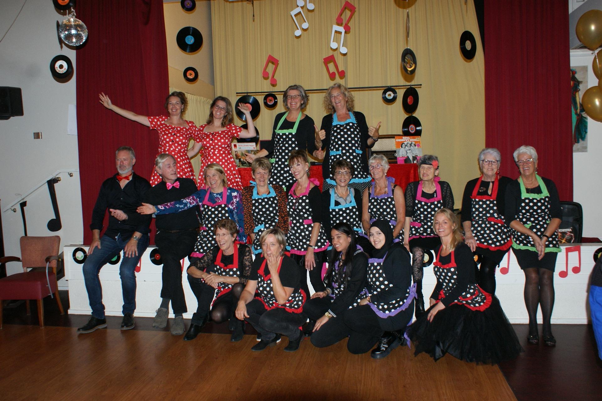 Geweldige opkomst dansfeest voor ouderen