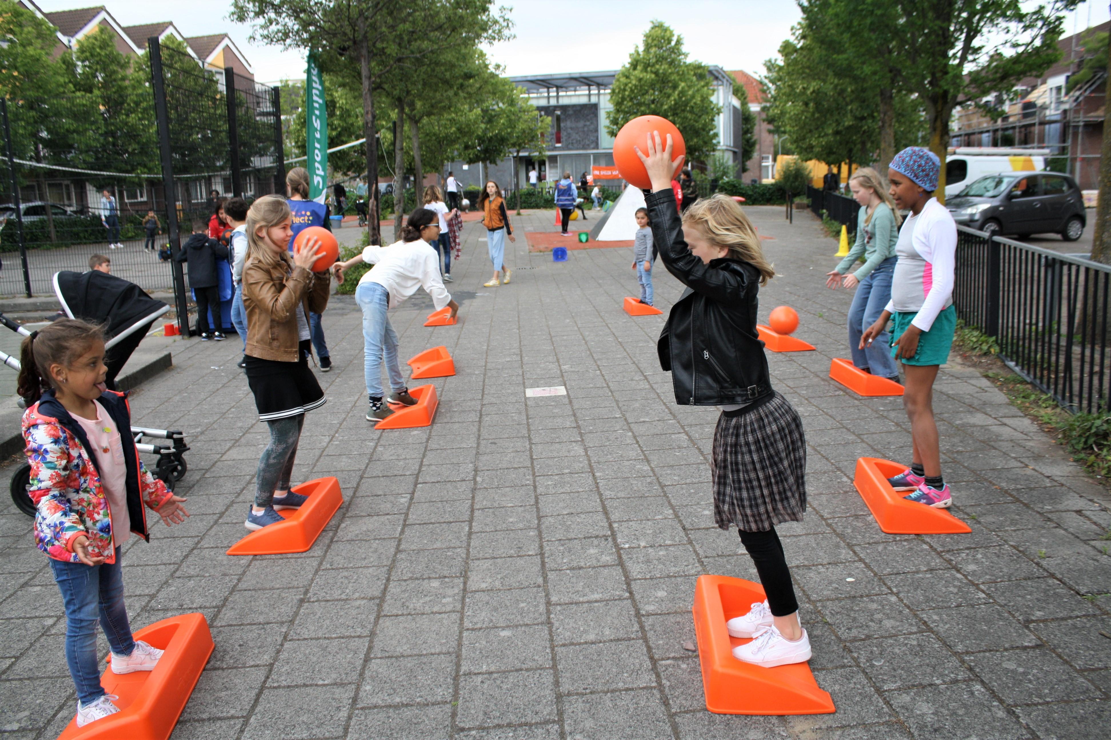Stoepranden tijdens de Buurtdag Sport & Spel Leidseplein